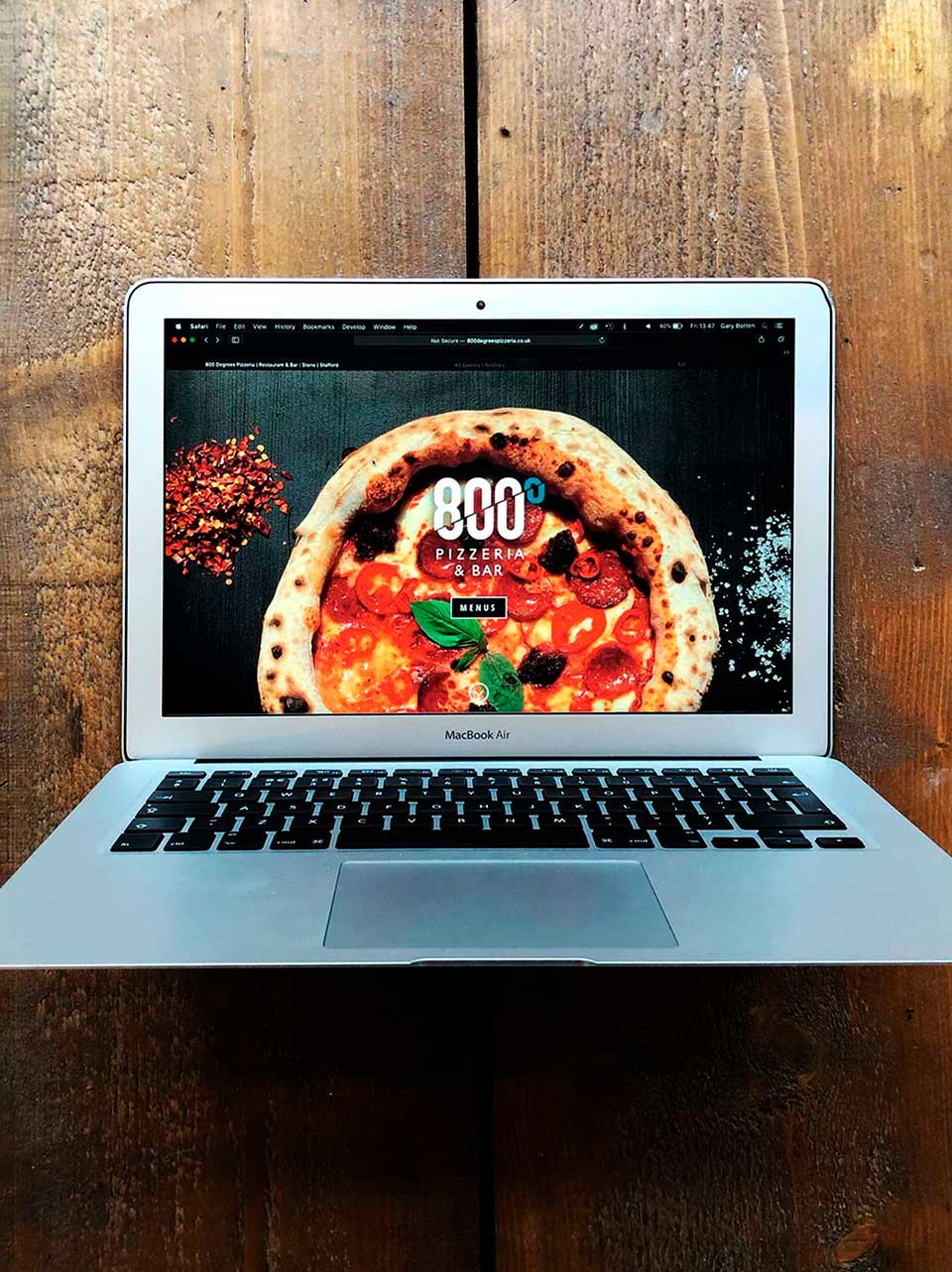 Laptop showing 800 Degrees Pizzeria Website